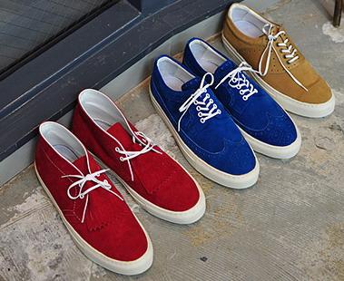 Яхтенные туфли / boat shoes / topsider. Невероятно популярны в последнее время. Настоящие палубные туфли сделаны вручную, из цельного куска кожи и выглядят
